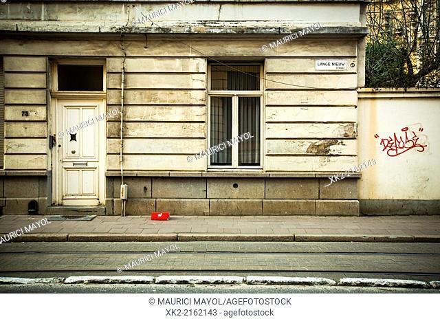 Impaired stucco facade in Antwerpen, België