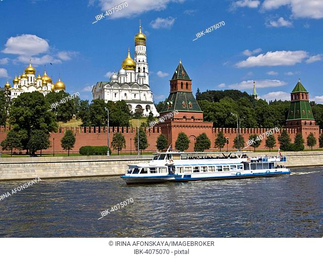 Moscow Kremlin with Cathedral of the Dormition, Cathedral of the Archangel and bell tower of Ivan the Great, Moskva river, Moscow, Russia