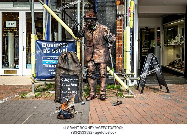 A Street Entertainer Performs In The Town of Lewes During The Towns Annual Folk Festival, Lewes, Sussex, UK