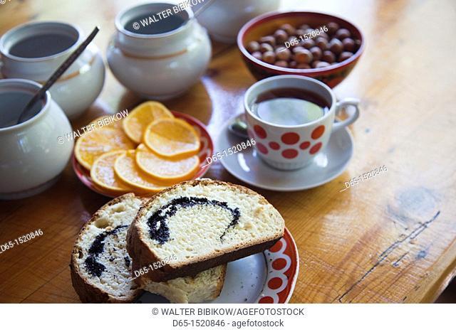 Russia, Black Sea Coast, Sochi-area, Dagomys, traditional Russian tea house, tea and bread