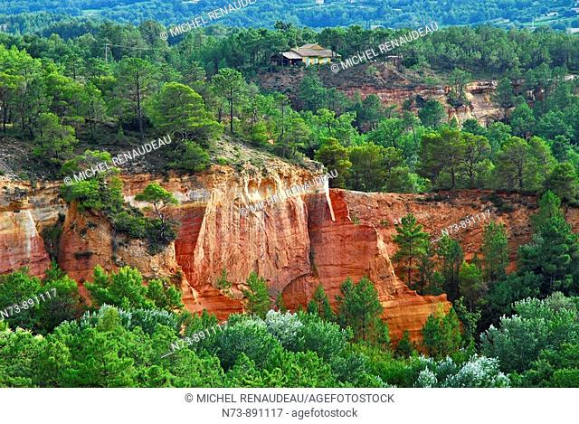 Ochre quarry, Roussillon, Vaucluse, Provence-Alpes-Côte d'Azur, France