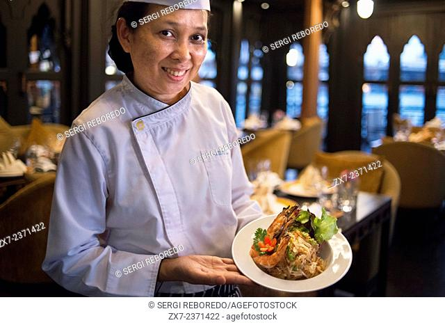 Tussanee Putkaew , the woman chef of Salathip Restaurant, Hotel, Shangri La, Bangkok,Thailand, Asia. Salathip is located off New Road on Soi Wat Suan Phlu and...