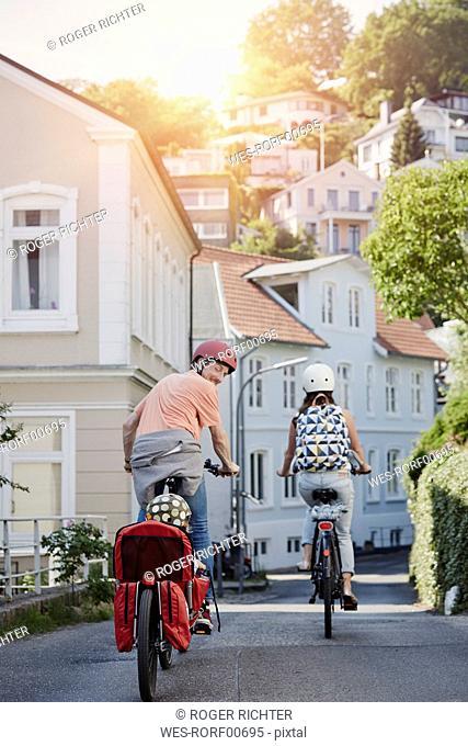 Germany, Hamburg, Blankenese, family riding e-bikes