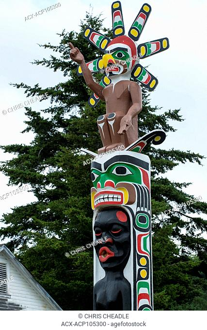 Totem pole by Beau Dick and others at Namgis Burial grounds, Alert Bay, Cormorant Island, Vancouver Island, British Columbia, Canada