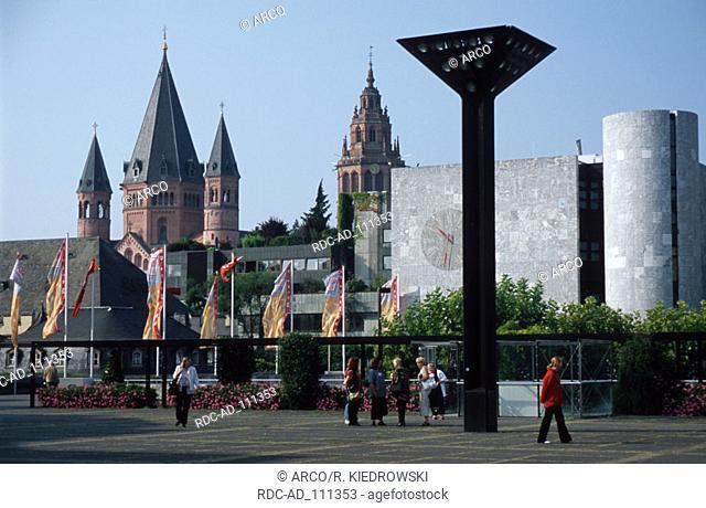 Cathedral and tourist office Mainz Rhineland-Palatinate Germany Mainzer Dom und Verkehrsamt Mainz Rheinland-Pfalz Deutschland Kathedrale