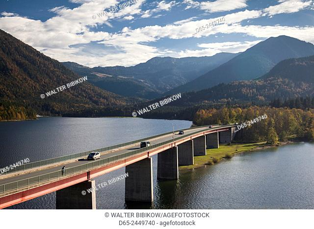 Germany, Bavaria, Fall, Fallerklamm Bridge over the Sylvenstein Lake, elevated view, fall