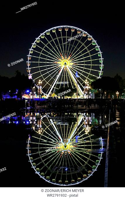 Nizza, ferries wheel at Christmas time