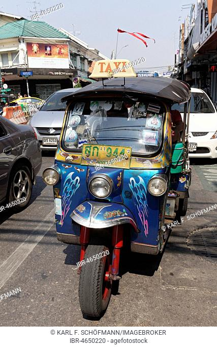 Rickshaw, Tuk Tuk Taxi in road traffic, Bangkok, Thailand