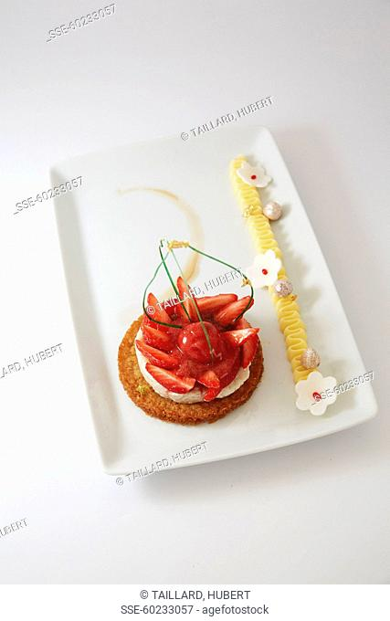 Crunchy strawberry tartlet