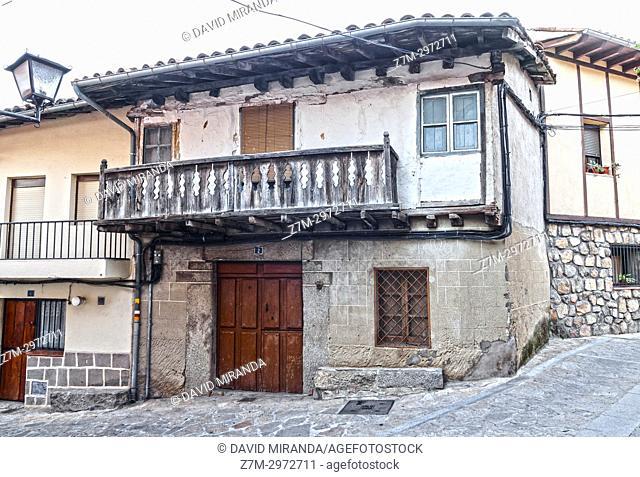Arquitectura popular en Villarejo del Valle. Barranco de las cinco villas. Valle del Tiétar. Provincia de Ávila, Castile-Leon, Spain