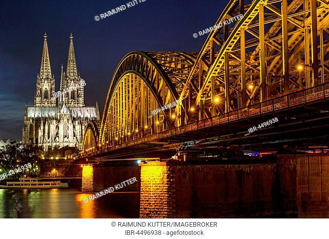 Cologne Cathedral, Hohenzollern Bridge, River Rhine, Historic centre, Cologne, North Rhine-Westphalia, Germany