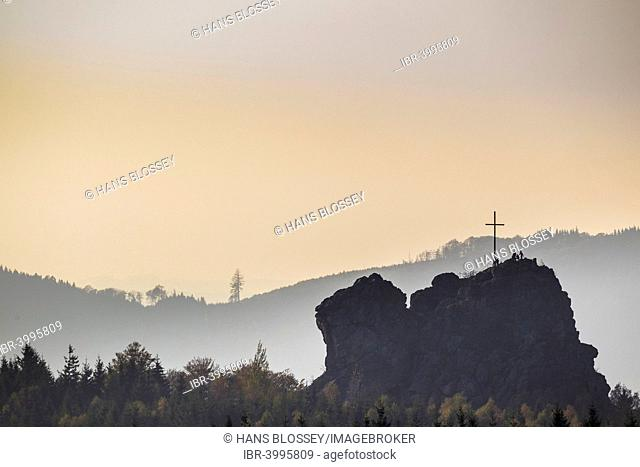 Bruchhauser Steine rocks with a group of visitors at the summit cross, backlit, Olsberg, Sauerland, North Rhine-Westphalia, Germany