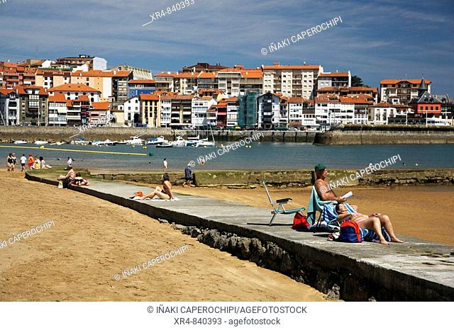 Beach of Izuntza, Lekeitio, Vizcaya (Bizkaia), Basque Country, Spain
