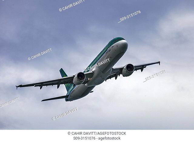 Aer Lingus A321-22 AIrbus Passenger makes a low pass over Bray, Co. Wicklow, Ireland