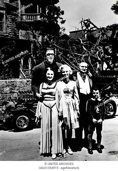 Herman Munster (Fred Gwynne), Lily Munster (Yvonne de Carlo), Marilyn Munster (Beverly Owen), Opa Munster (Al Lewis), Eddie Munster (Butch Patrick) *** Local...