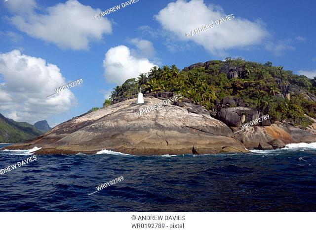 Lighthouse Point, granite and plam trees, coastal scenery, Mahe, Seychelles, Indian Ocean