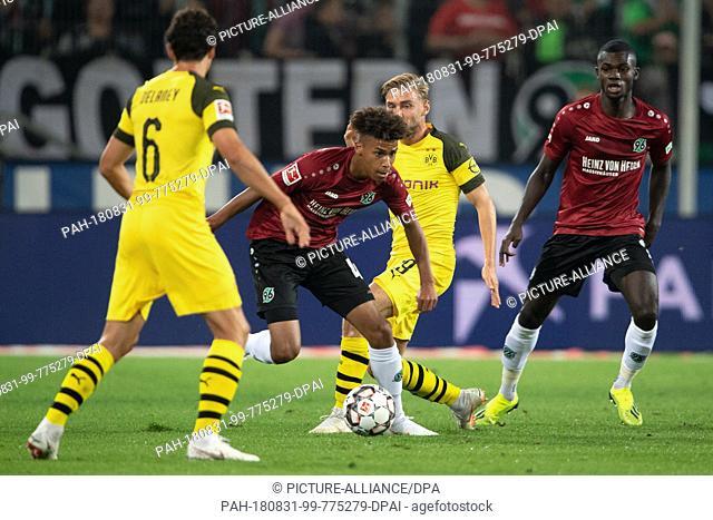 31 August 2018, Germany, Hanover: Soccer: Bundesliga, Hanover 96 - Borussia Dortmund, 2nd matchday in the HDI-Arena. Hanover's Linton Maina (2-L) in action...
