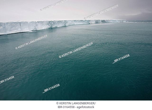 Bråsvellbreen, the longest glacier front in the northern hemisphere