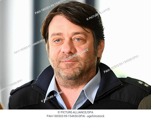 03 May 2018, Germany, Cologne: Actor Roeland Wiesnekker (Frank Lorenz) during the shooting of Tatort 'Tiefer Sturz' on set. Photo: Henning Kaiser/dpa