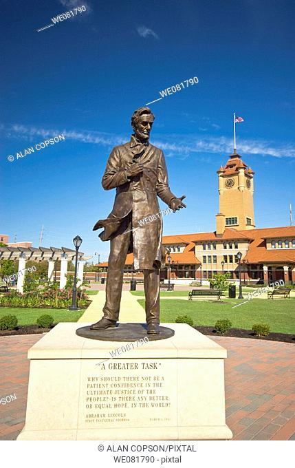 USA Illinois Union Station Square Abraham Lincoln Statue