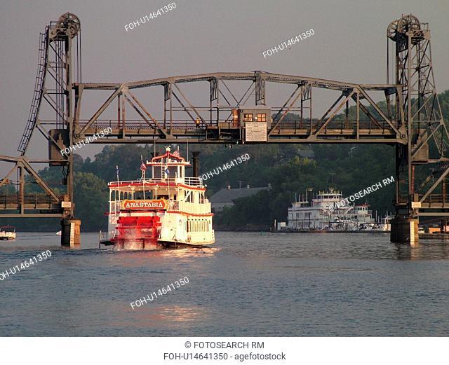 Stillwater, MN, Minnesota, WI, Wisconsin, St. Croix River, Paddle Wheeler, Anastasia, riverboat, drawbridge