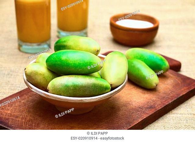 Banana Passionfruit (lat. Passiflora Tripartita) and Juice