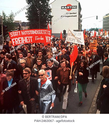 Students protest against emergency laws in May 1968. - Bonn/Nordrhein-Westfalen/Germany