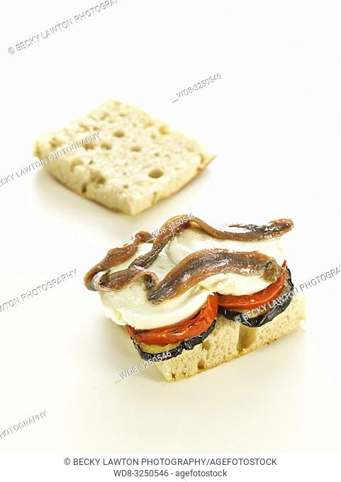 bocadillos del mundo: panini, italia. abierto