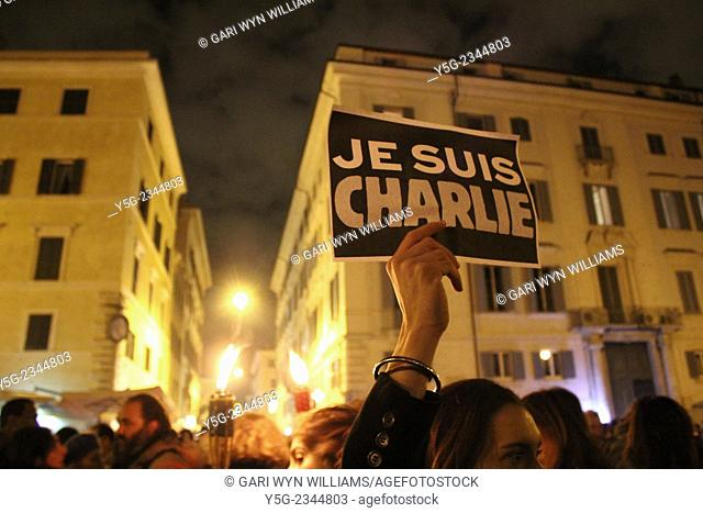 Rome, Italy. 8th January 2015. Vigil for the Charlie Hebdo terrorist attack victims outside the French Embassy in Piazza Farnese Square in Rome Italy