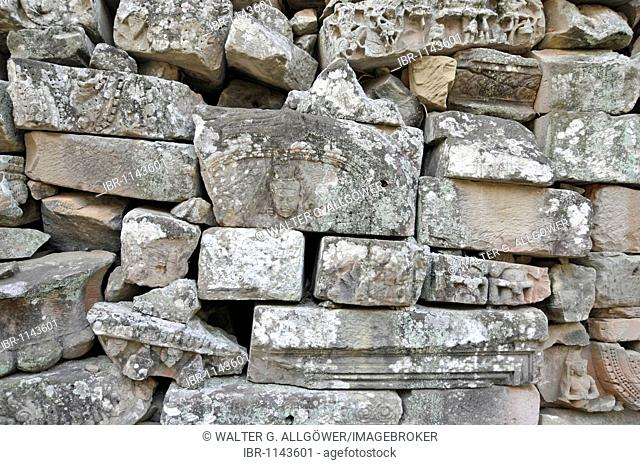 Loose wall, Bayon Temple, Angkor Thom, UNESCO World Heritage Site, Siem Reap, Cambodia, Asia