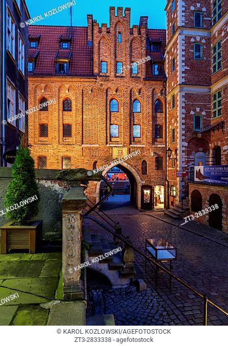 Poland, Pomeranian Voivodeship, Gdansk, Old Town, Mariacka Gate at twilight