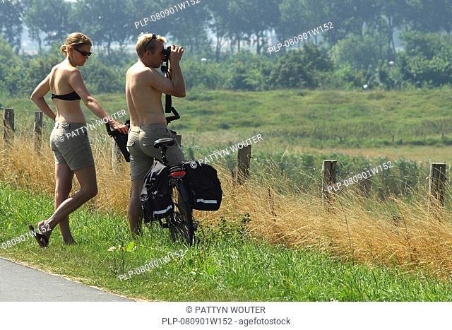 Birdwatchers, Belgian coast