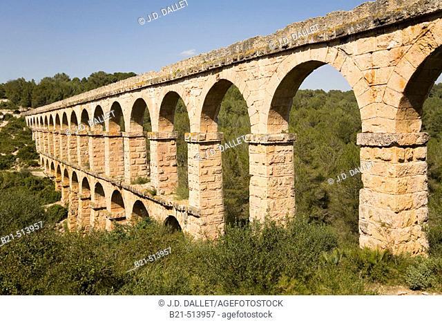 Roman aqueduct, also known as Pont del Diable (2th century A.D.). Tarragona, Catalonia, Spain