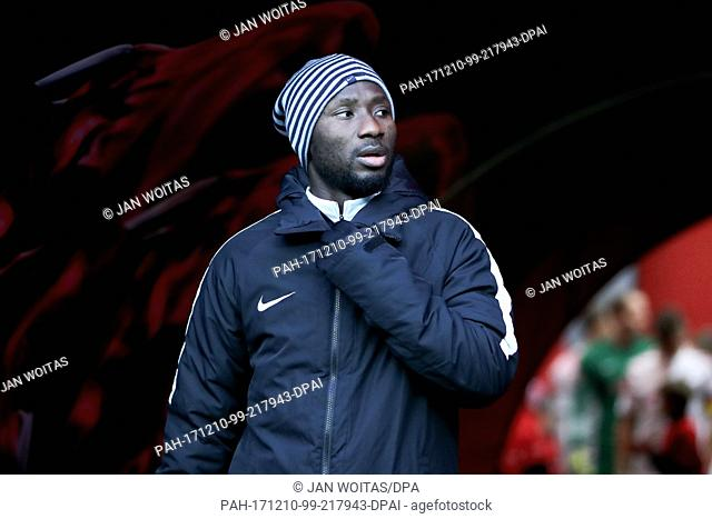 Leipzig's Naby Deco Keita walking through the players' tunnel ahead of the German Bundesliga soccer match between RB Leipzig and FSV Mainz 05 in the Red Bull...