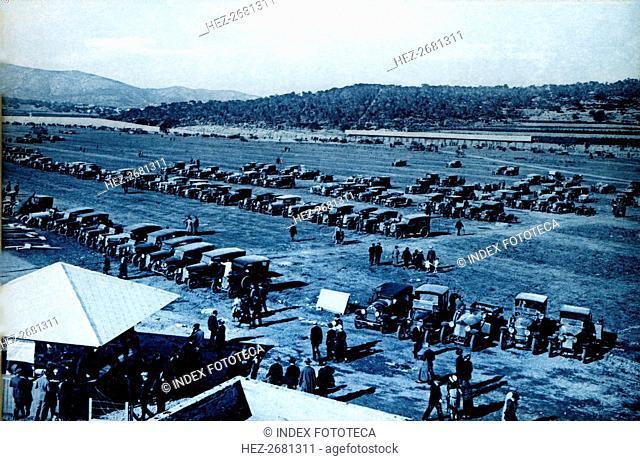 Parking of vehicles on the Autódromo Nacional de Terramar in Sitges, 1922