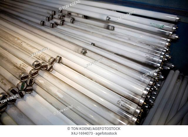 Recycling of fluorescent lamps All municipalities in The Netherlands are required to provide known collection points for recyclable and/or hazardous materials...