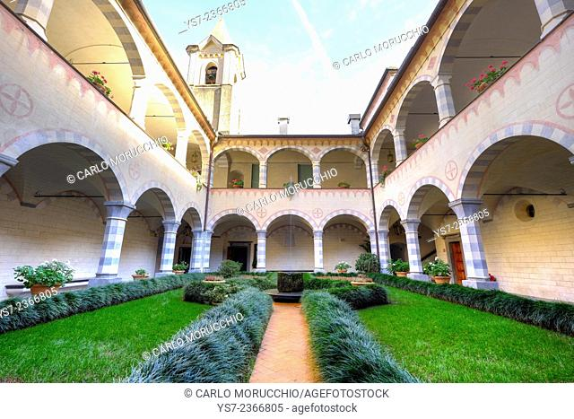 The cloister at Cervara Abbey, Santa Margherita Ligure, Genova, Liguria, Italia