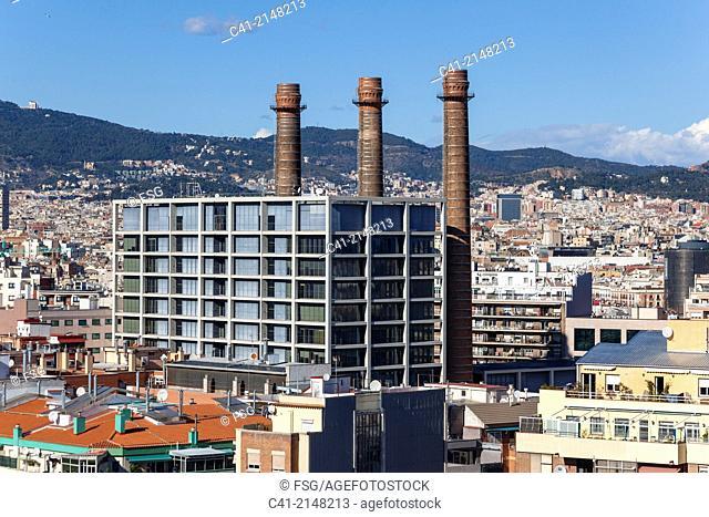 Las tres chimeneas. El Paralelo. Barcelona, Spain