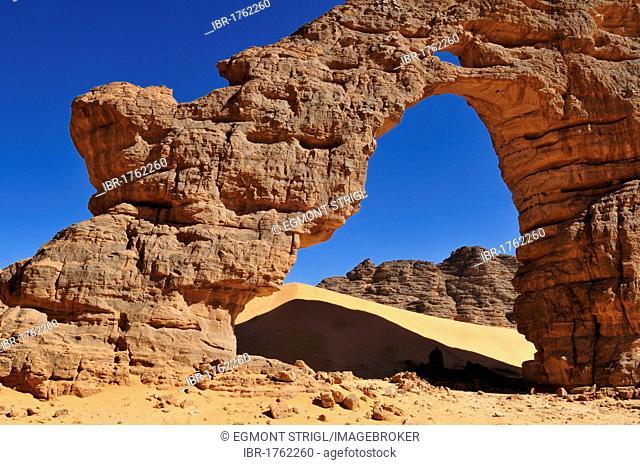 Tikobaouine Arch, natural bridge, Tassili n' Ajjer National Park, Unesco World Heritage Site, Wilaya Illizi, Algeria, Sahara, North Africa, Africa
