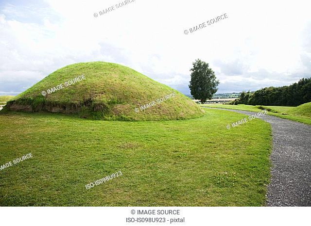 Knowth passage tomb complex, Bru Na Boinne, Ireland