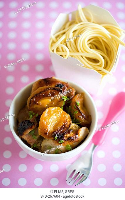 Fried mushrooms and noodles to take away