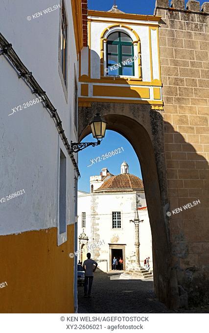 Elvas, Portalegre District, Portugal. View through the Santa Clara arch to the Largo, or small square, of Santa Clara with its pillory in the centre