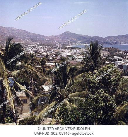 Blick auf die Stadt Acapulco, Mexiko 1980er Jahre. View to the city of Acapulco, Mexico 1980s
