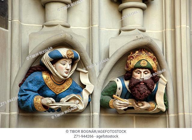 Switzerland, Berne, St Vincent Cathedral, main portal, statues