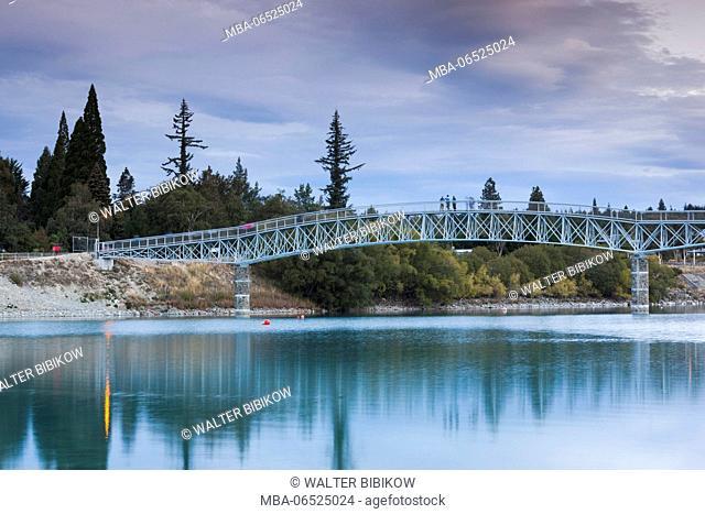 New Zealand, South Island, Canterbury, Lake Tekapo, Tekapo River footbridge, dusk