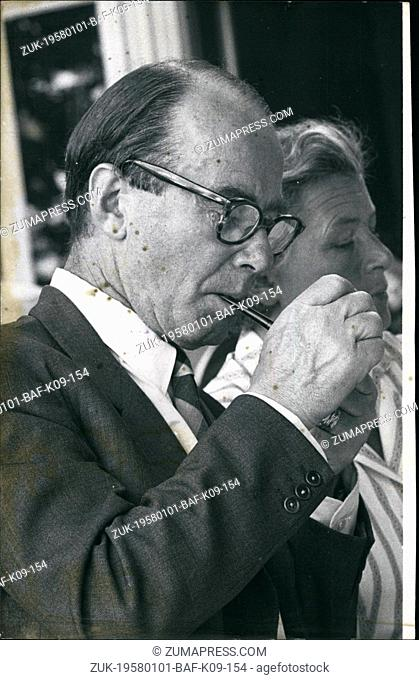Jan. 01, 1958 - 8th Meeting of Nobel Prize Winners at Lindau: Tiselius, Arne Wilhelm Kaurin (Chemistry 1948) smoking his pipe at the opening session