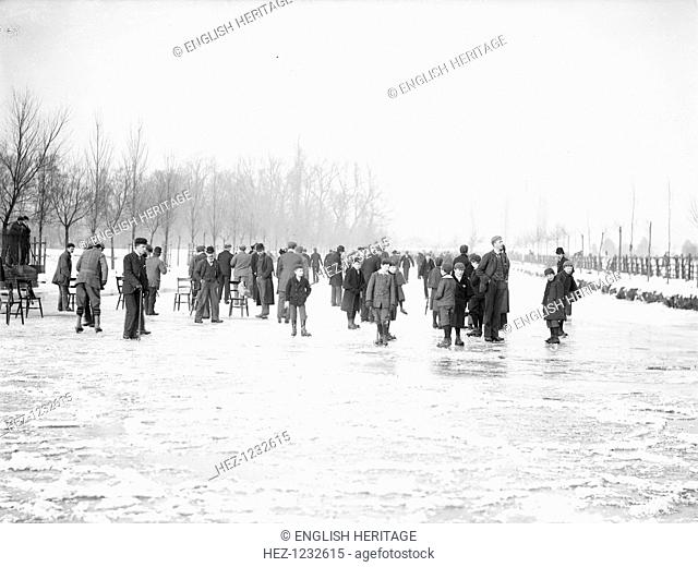 Skating on the Cherwell near Oxford, Oxfordshire, 1895. People skating on the Cherwell during the extreme winter of 1894/5