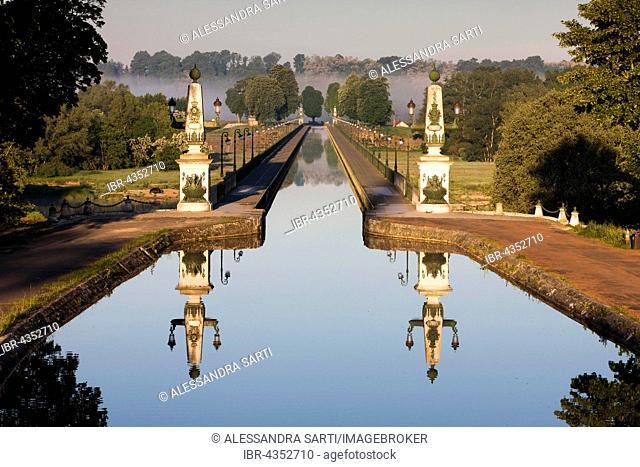 Canal bridge, Briare Canal, Département Loiret, Centre-Val de Loire Region, France