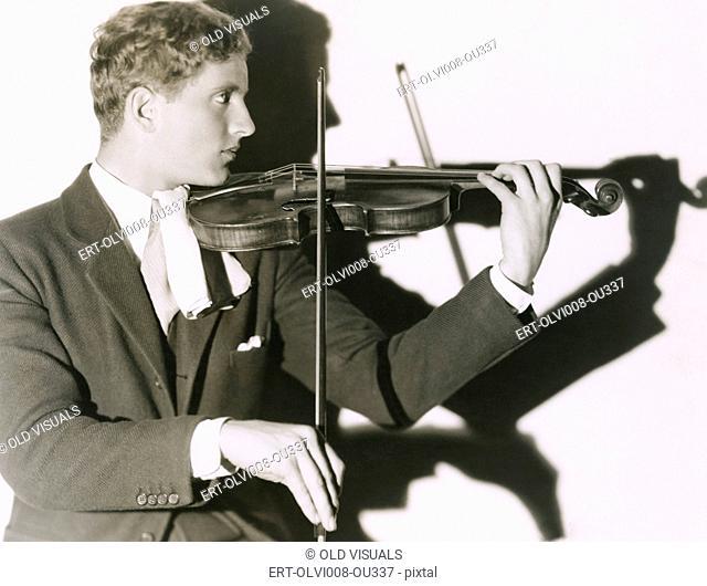 Portrait of violinist (OLVI008-OU337-F)