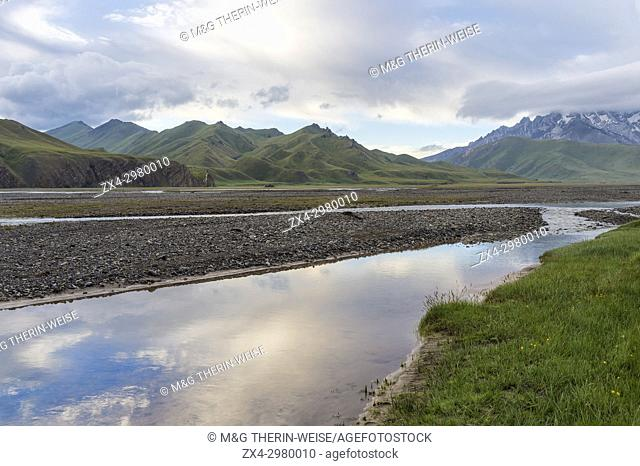 River coming from Köl-Suu mountain range at sunrise, Kurumduk valley, Naryn province, Kyrgyzstan, Central Asia